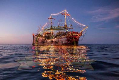 Tours in Cancún and Riviera Maya Captain Hook Surf And Turf  Dinner